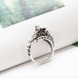 Jewelry - 🎁 Antiqued Silver Giraffe Adjustable Ring